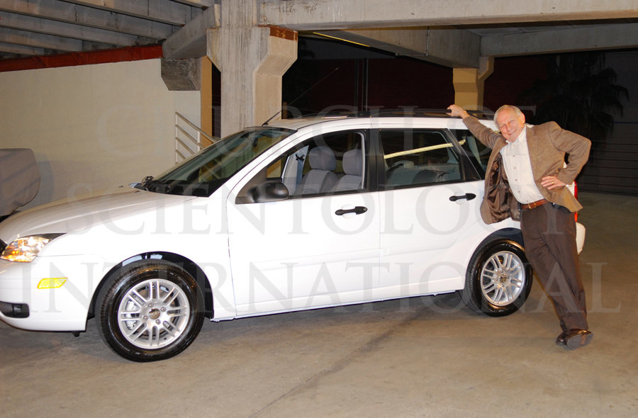 Ron Miscavige leaning on his new car birthday present